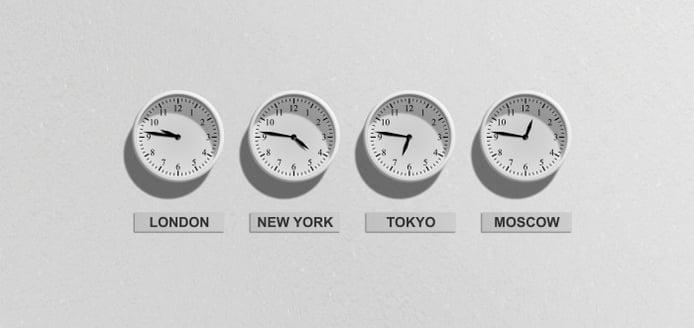 world-analog-clocks-on-a-wall