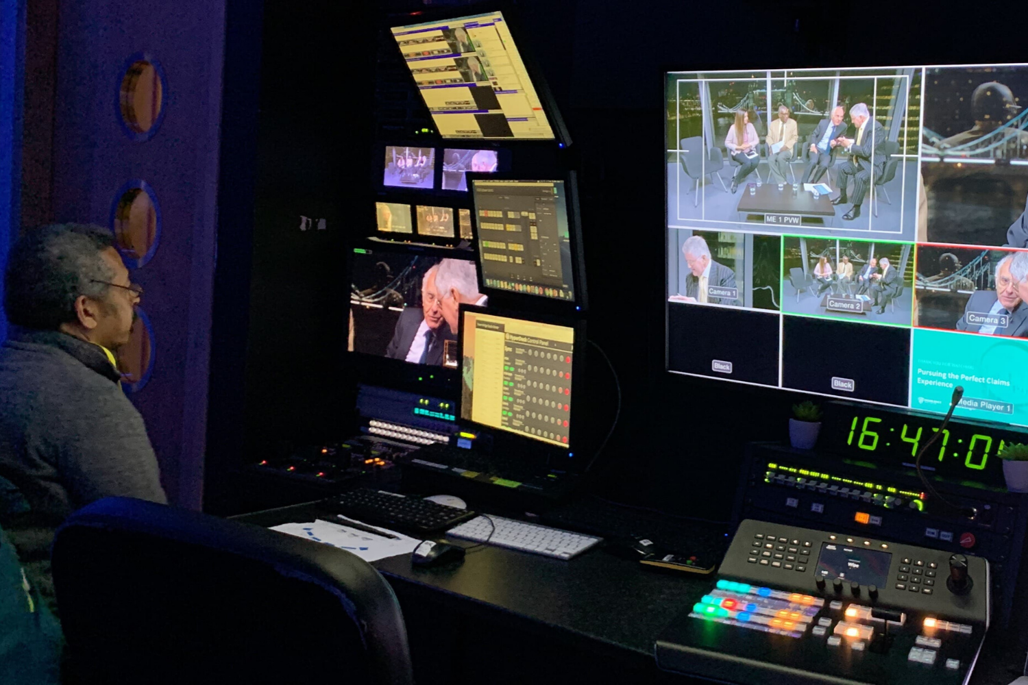 webcasting-behind-the-scenes-monitors